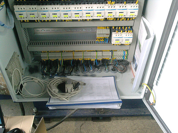 Electrical cabinet of specialized machine - production stage