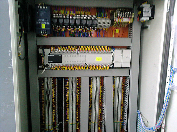 Електро шкаф на транспортно-сортиращо устройство