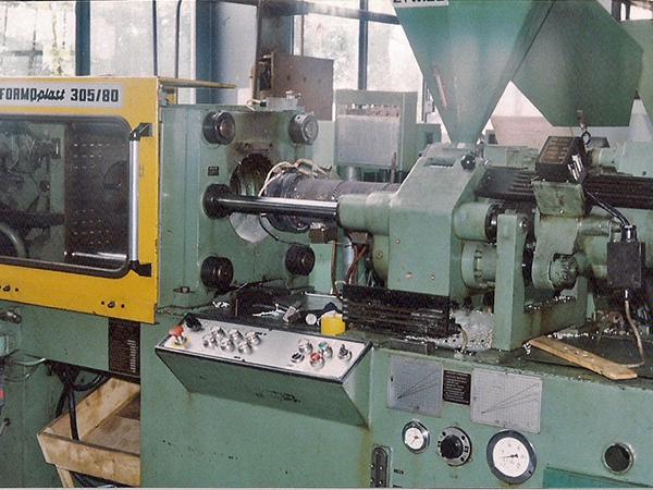 "Machine molding plastic type ""FORMOplast"""