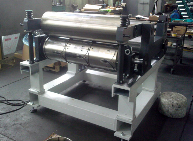 Machine for profile cutting