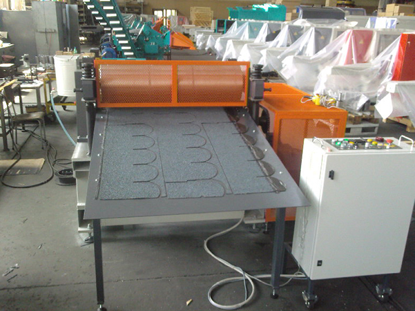 Shingle cutting machine