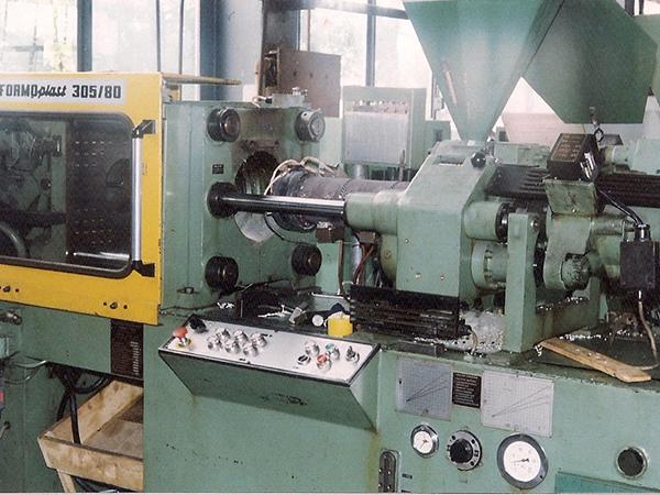 Press molding of plastics